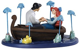WDCC Disney Classics_The Little Mermaid Eric And Ariel Kiss The Girl