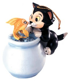 WDCC Disney Classics_Pinocchio Cleo And Figaro Purrfect Kiss