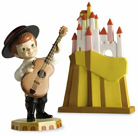 WDCC Disney Classics_Its A Small World Spain Hola Amigos Boy and Aldea Village